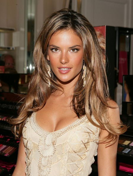 alessandra-ambrosio-hairstyle-long-curls