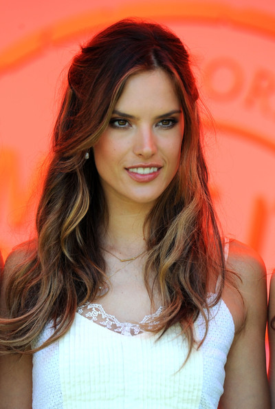 alessandra-ambrosio-hairstyle-long-curly