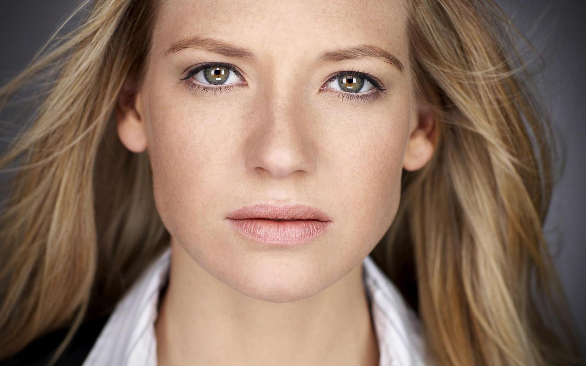 anna-torv-beautiful-eyes