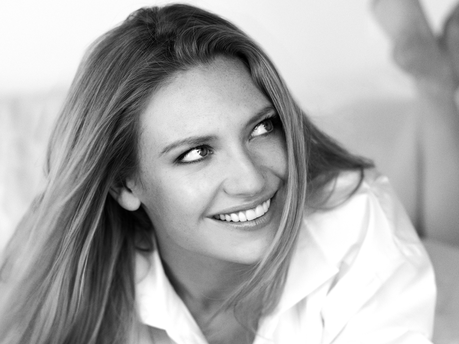 FRINGE: ANNA TORV photographed by George Holz for FOX. ©2008 Fox Broadcasting Co.
