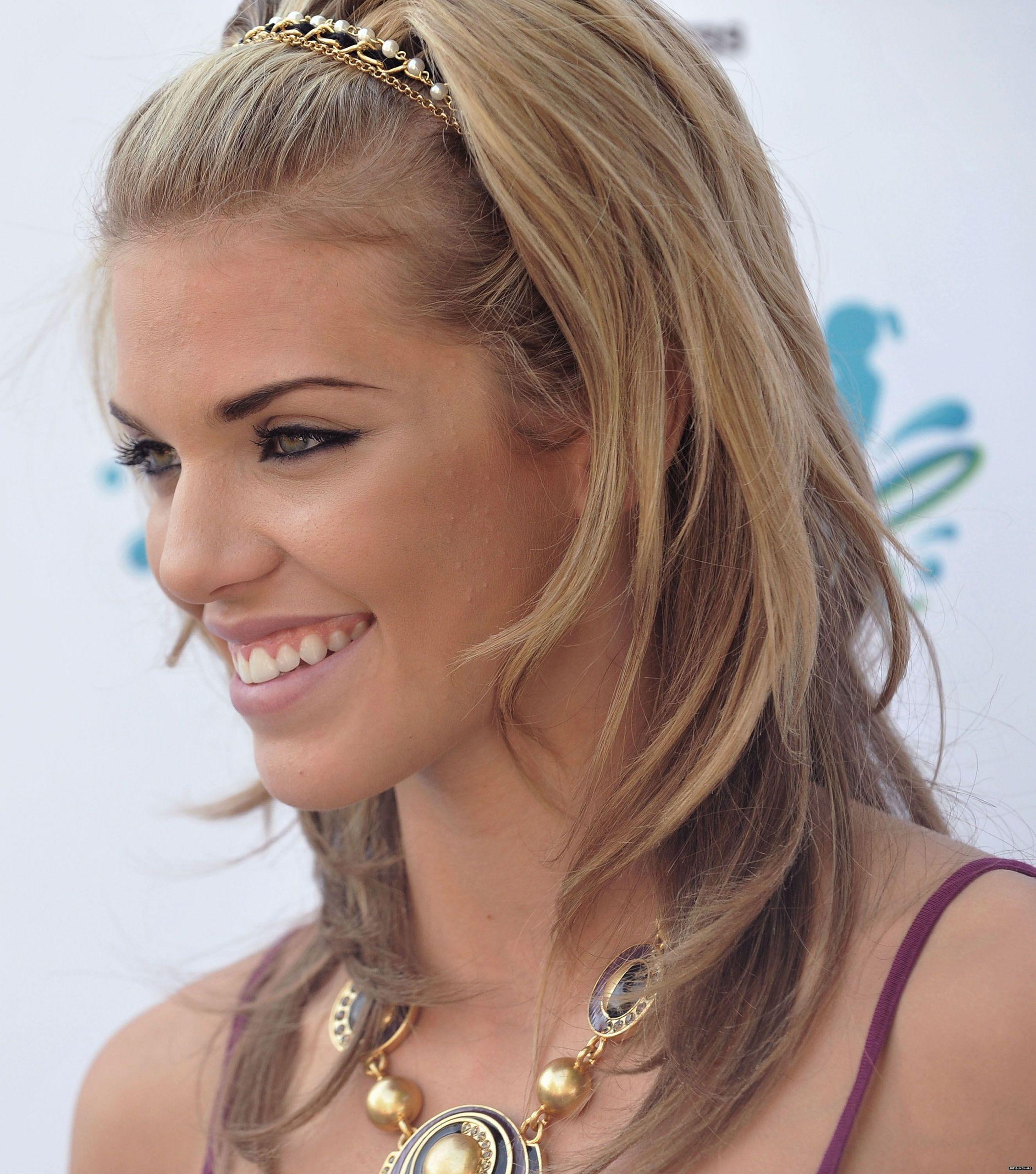 annalynne-mccord-cute-smile