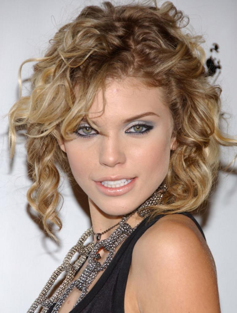 annalynne-mccord-haircut