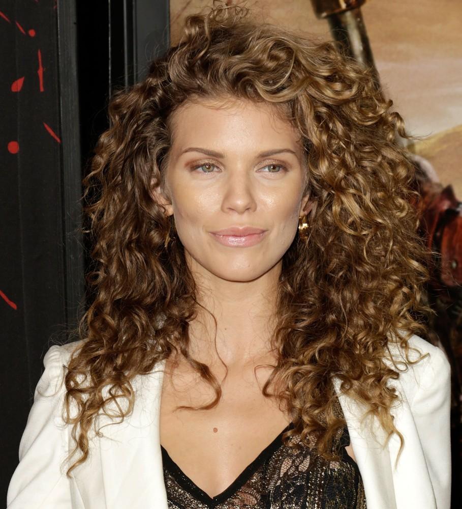 annalynne-mccord-hairstyles