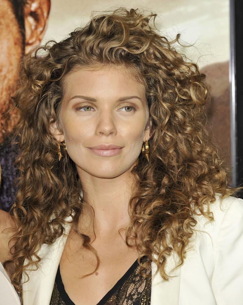 annalynne-mccord-hairstyles2