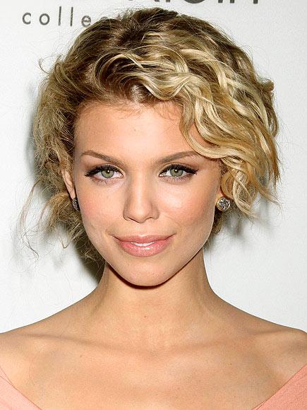 annalynne-mccord-hairstyles5