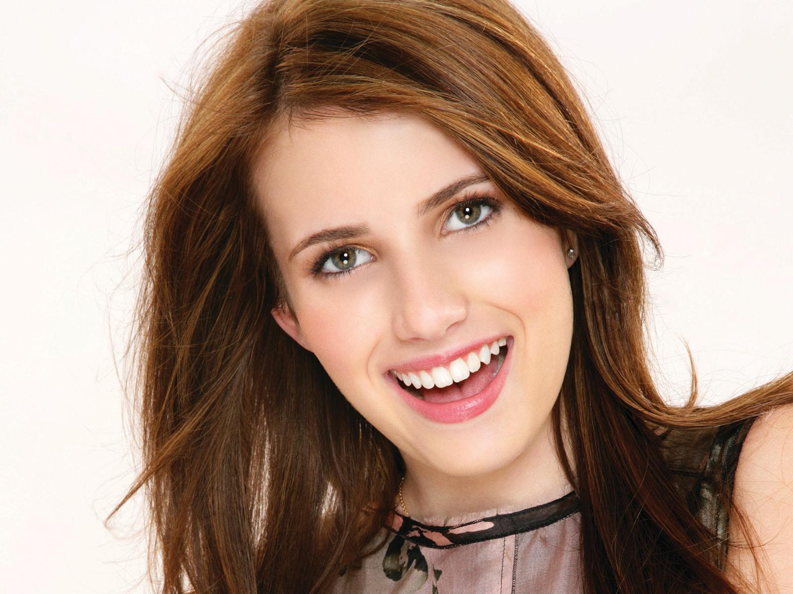 emma-roberts-cute-smile