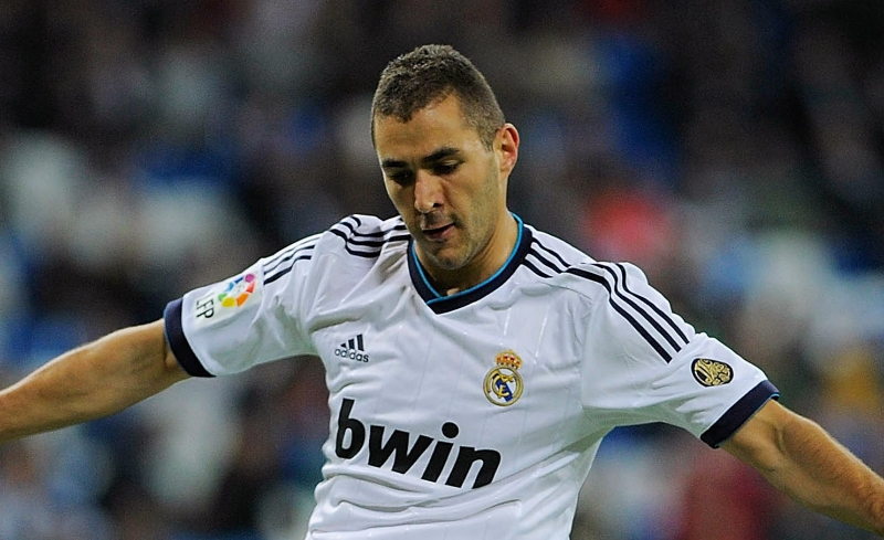 MADRID, SPAIN - OCTOBER 20: Karim Benzema of Real Madrid CF strikes the ball during the La Liga match between Real Madrid CF and RC Deportivo La Coruna at Santiago Bernabeu on October 20, 2012 in Madrid, Spain. (Photo by Gonzalo Arroyo Moreno/Getty Images)