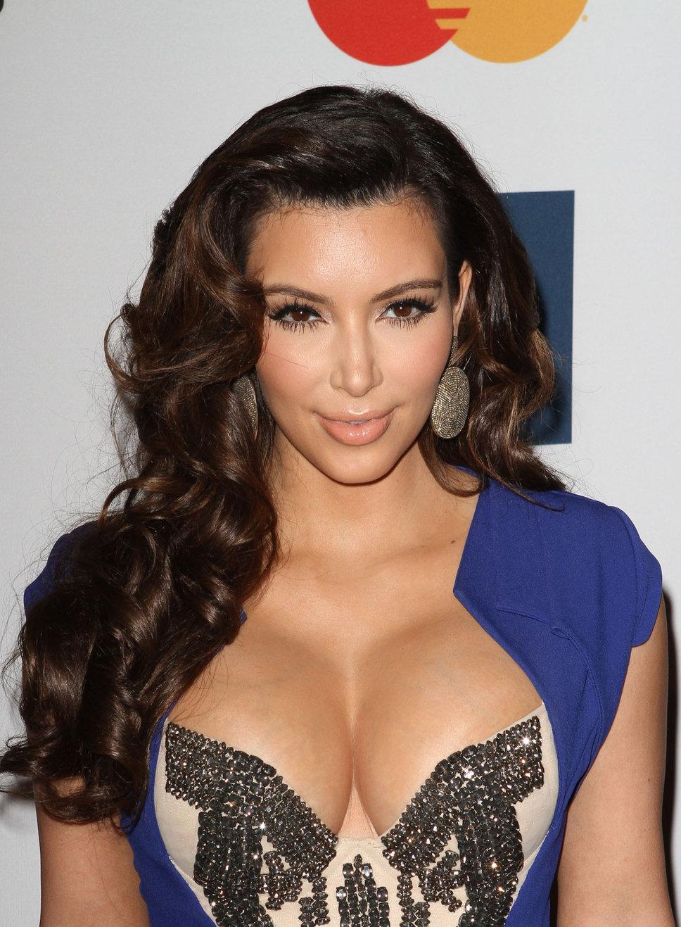 kim_kardashian_blue_dress_silv