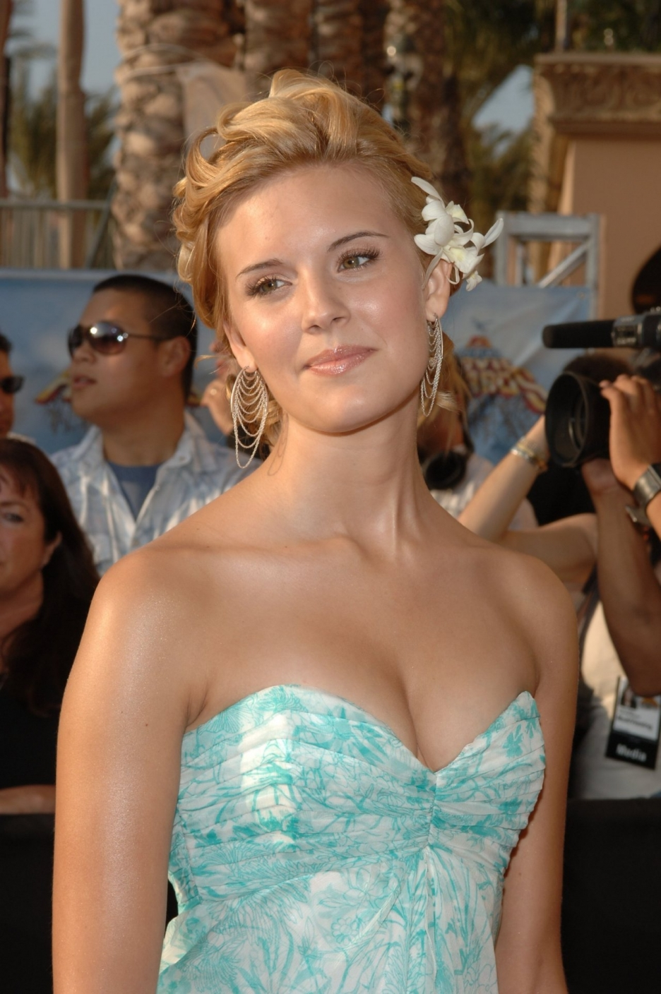 maggie-grace-hairstyles7