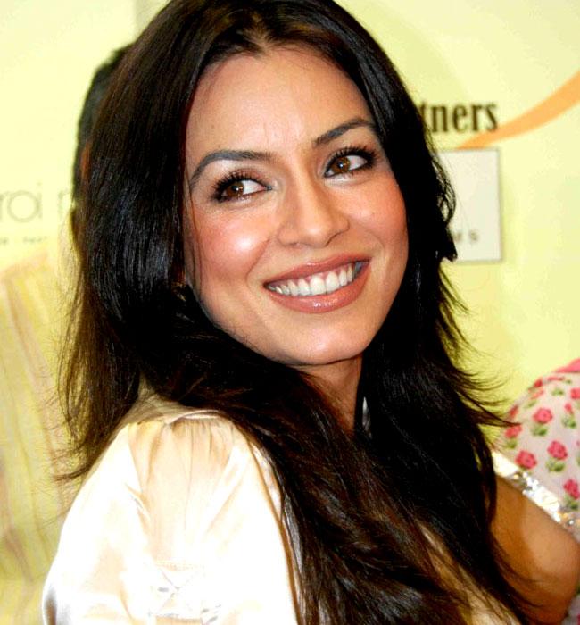 mahima-chaudhary-cute-smile