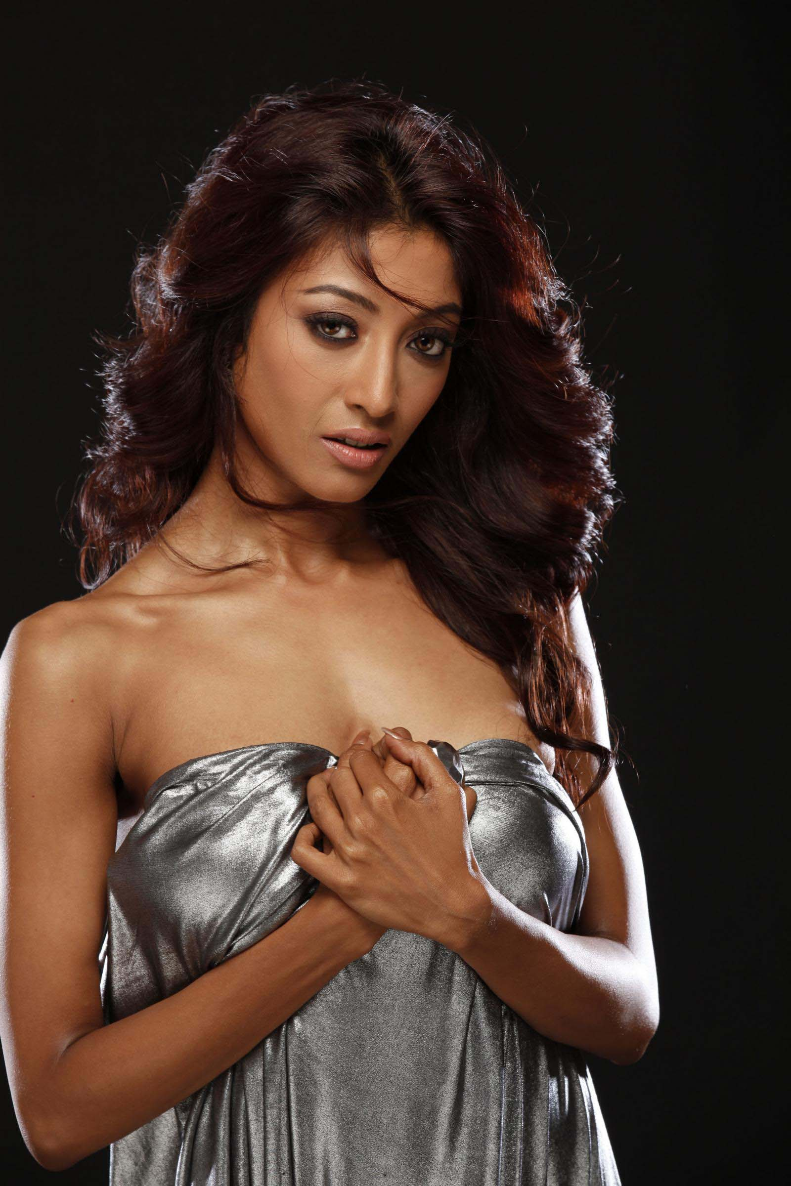 Paoli Dam Spicy Stiles In Hate Story Movie Hot Photogallery
