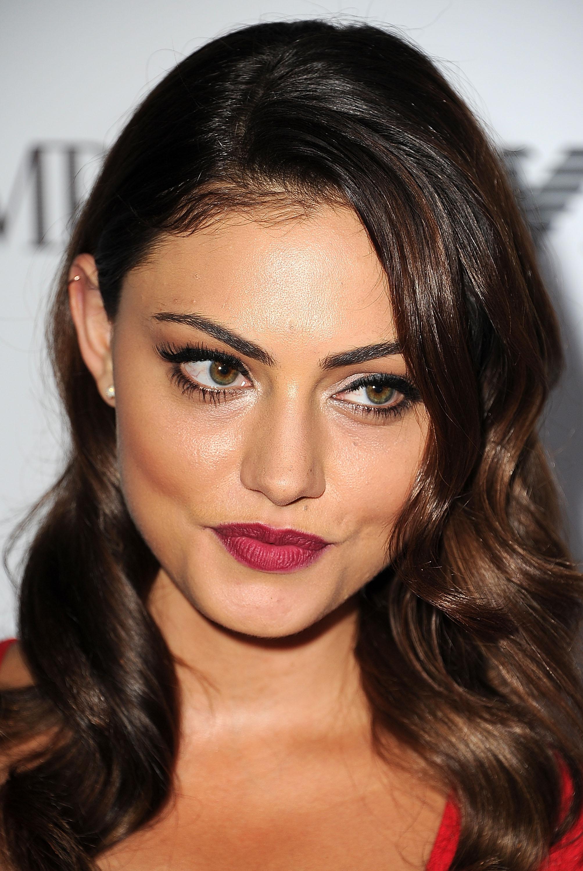 phoebe-tonkin-beautiful-eyes-and-lips