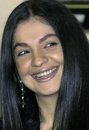 pooja-bhatt-haircuts1