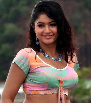 poonam-bhajwa-cute-smile
