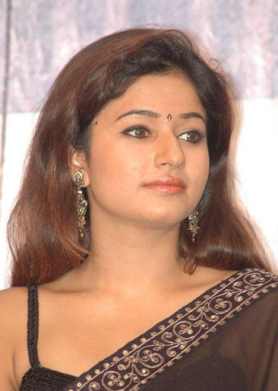 poonam-bhajwa-hairstyle