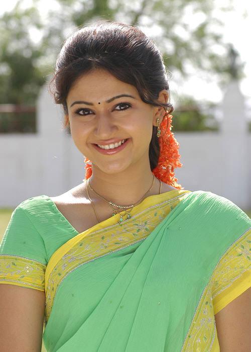 poonam-bhajwa-smile