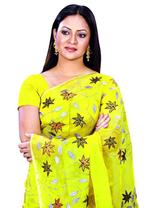 richi-solaiman-hair-style-with-saree