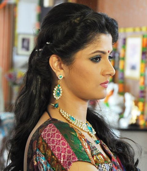srabanti-chatterjee-hairstyles9