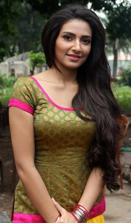 Subhasree Ganguly Hairstyles 2017