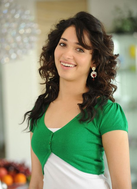 tamanna cute photos from oosaravelli photos stills gallery cute and beautiful looking photo shoot photos stills images pics gallery