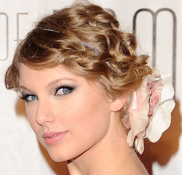 taylor-swift-hair-style-updo